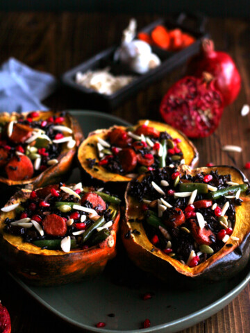 Acorn Squash on green plate on wooden table